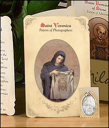 St Veronica (Photographers) Holy Card with Medal